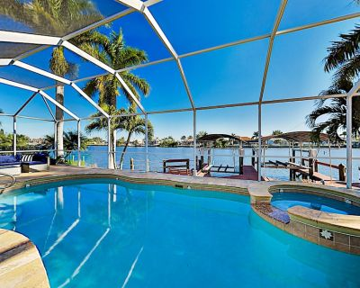 Waterfront Gem with Private Dock, Gulf Access, Heated Pool & Spa, Home Office - Burnt Store