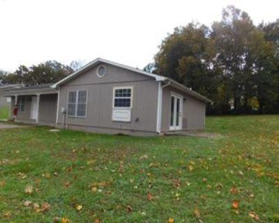 305 Oak St #1, Athens, TN 37303 2 Bedroom Apartment