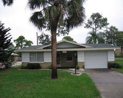 2 Bedroom House, 1 Car Garage, 1 Bath Seasonal Rental - Sea Pines