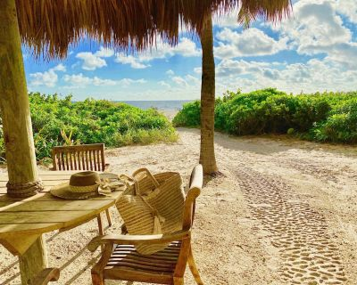 Beach front resort, water sports, fishing, pools, bar, gym,restaurants,tiki bar, - Riviera Beach