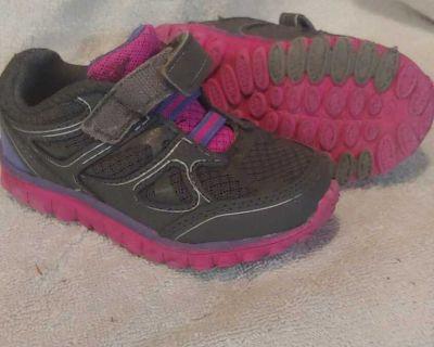 Size 7 Geofoam sneakers