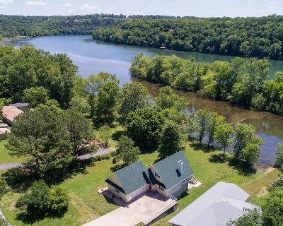 Gorgeous Private Lake Taneycomo Home!! Home away from Home! Pet Friendly! - Swan