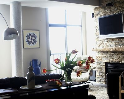 Harbour Penthouse with Secluded Rooftop Garden/Patio - Downtown Victoria
