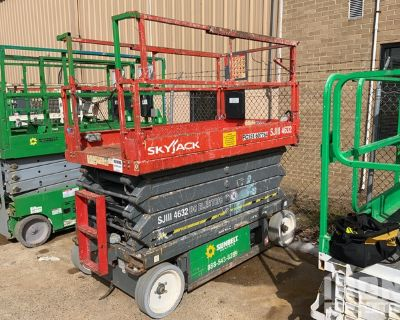 2012 (unverified) Skyjack SJIII-4632 Electric Scissor Lift