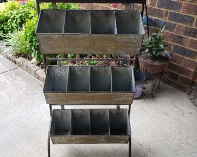 Outdoor plant holder