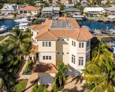 The Ultimate in Leisure Vacations - Check out our Mega-Home - 18276 Cutlass - Siesta Isle