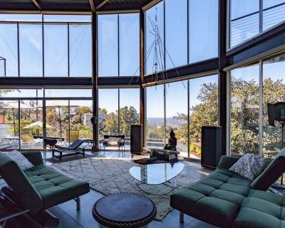 Unique modern Hilltop w/Pool & spectacular views - Cypress Park