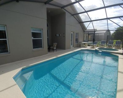 Malia Sunscape is a private villa with a pool in a resort community close to theme parks, malls ,airports,restaurats,and much more.The Clubhouse has a pool, beach volleyball, gym, tenn - Clermont