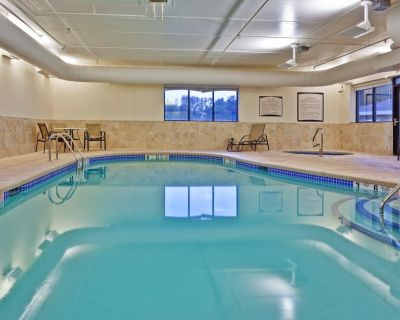 King Suite Just 30 Miles from Niagara Falls | Indoor Pool + Shared Hot Tub - West Seneca