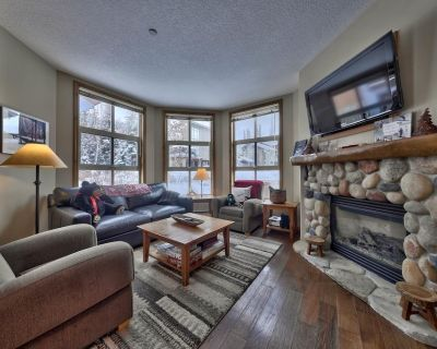 Multi level 4 bedroom corner condo with ground floor entrance, easy access to nearby lift and runs - Sun Peaks
