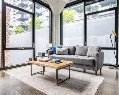 Generous River North 1BR w/ Gym, Rooftop walk to L and Parks, by Blueground - River North