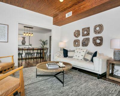Rosewood Haus | 4 Bedroom | 3 Bath| Full Kitchen | Hot Tub | Swimming Pool | Fire Pit | Grill - Fredericksburg