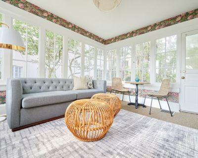 Sonder | Wellborn | Chic Room + Sleeper Sofa - Lake Cherokee