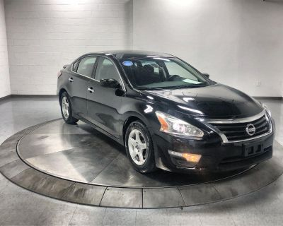 Pre-Owned 2014 Nissan Altima 2.5 S Front Wheel Drive Sedan