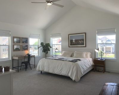 New, stunning, open and bright Colorado 1 B/R Apartment with mountain views!! - Erie