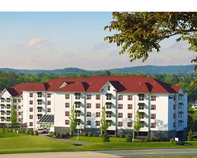 Suites at Hershey 2BR/2BA suite w/ fireplace, full kitchen, indoor/outdoor pool - Hershey