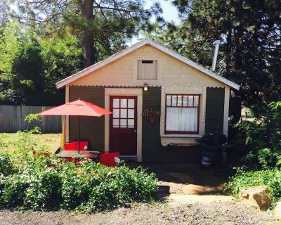 The Cottage In Foresthill On Main Street, in walking distance to wedding sites - Foresthill