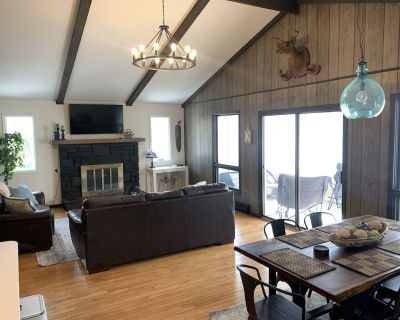 *MODERN FARMHOUSE*- NEW PATIO, GRILL & GAME ROOM - Long Pond