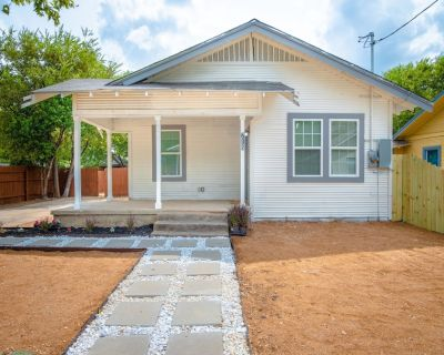 3BR/2BA Remodeled House Near Downtown - Denver Heights