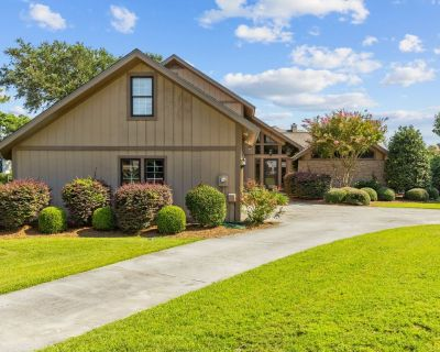 Spooner Canal Escape, Canal side home with boat dock - Morehead City