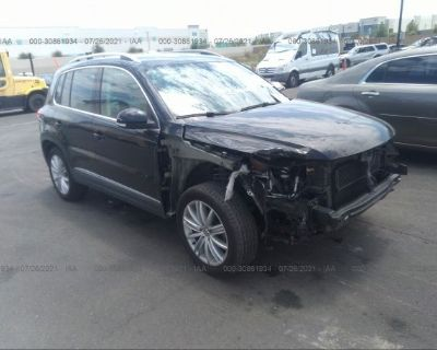Salvage Black 2016 Volkswagen Tiguan