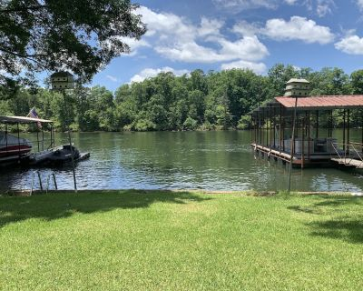 Spectacular lake front home. Private fishing deck and covered boat slip - Hot Springs