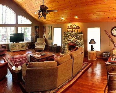Cozy, large home on golf course with 2 Master Bedroom Suites - Truckee