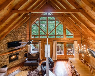 """NEW! """"Bless My Stars"""" Cabin - Family friendly 5 Bedroom with movie room! - Pigeon Forge"""