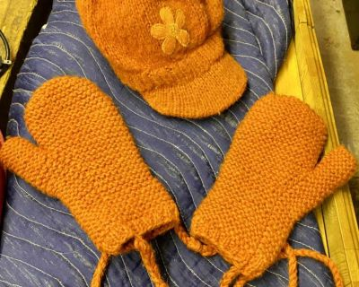 Cute wool hat and mitten set