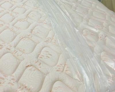 Queen size mattress pillowtop