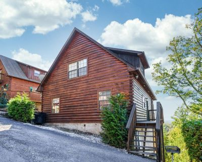 Smoky Valley Cabin: Game Room, Mountain Views, Hot Tub, Indoor Resort Pool! - Pigeon Forge