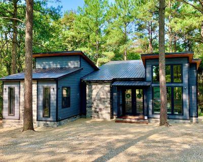 Humble Beginnings - Modern Farmhouse Cabin w/ Spacious Back Deck, Sleeps 8 - Broken Bow