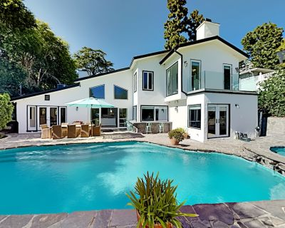Beverly Hills Estate | All-Suite, Billiards Table | Private Pool & Hot Tub - Los Angeles