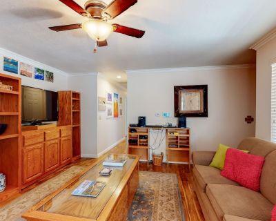Charming, family-friendly mountain house w/deck, gas grill, & enclosed yard - Big Bear City