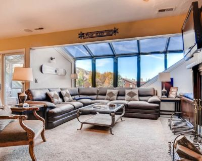 Downtown condo w/ private hot tub & sauna - 2 blocks to ski lifts! - Downtown Park City