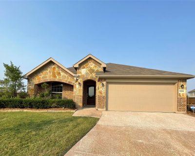 8808 Rattlebush Ct, Fort Worth, TX 76131