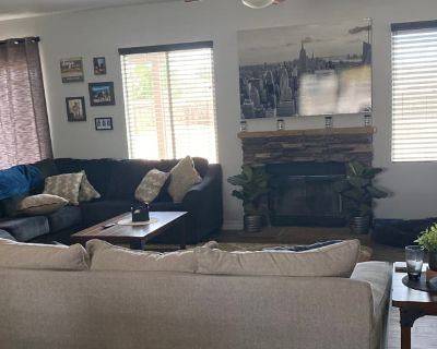 Private room with shared bathroom - Apple Valley , CA 92308