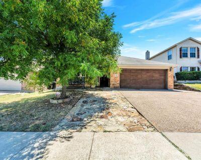 9909 Peregrine Trl, Fort Worth, TX 76108