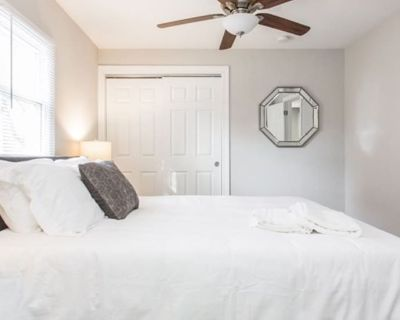 Clean 3 Bedroom 2 Bath - Libertyville