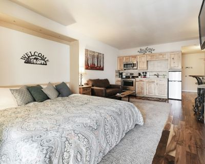 New King Bed-New Fridge-Clean-Quiet-Trail Side Studio Condo-Hot Tub-Pool - North Park City