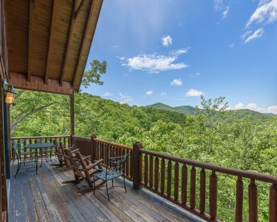 Shagbark Outdoor Oasis: Stunning Views, Hot Tub, and More! - Pigeon Forge