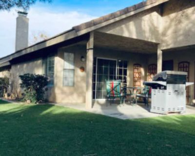 Family House Modest, Lancaster, CA