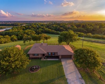 4 Bed - 2 Bath with Hot Tub - Country Get Away just outside of DFW - Denton