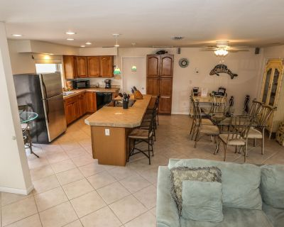 You've found the perfect destination for your vacation at The Wolfe's Den - Mid Island