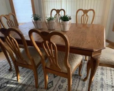 Vintage DINING TABLE & Chairs!