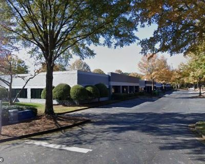 Office Space Available For Lease On Royal Dr