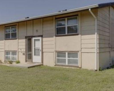 2975 N Salina Ct, Wichita, KS 67204 5 Bedroom House