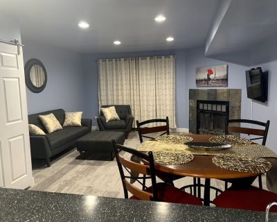Olympic City Hub, Cozy Private Townhome Near Downtown COS - Southeast Colorado Springs