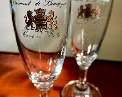 2 Cremant de Bourgogne Champagne Flutes