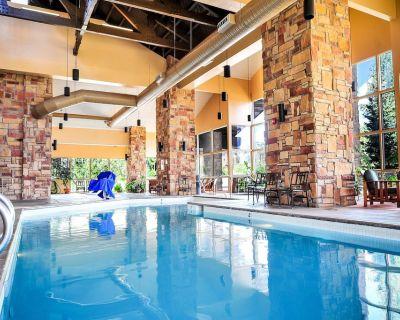 FLASH SALE! All - Seasons Mountainside 2BR w/ WiFi, Resort Pool & Steam Room - Brian Head